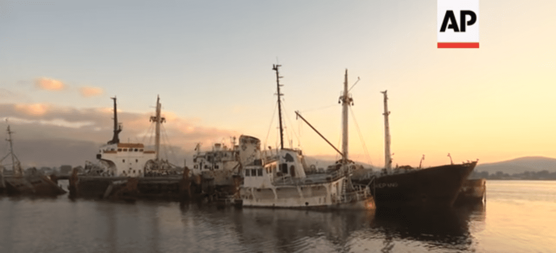 Οδοιπορικό του ειδησεογραφικού πρακτορείου Associated Press για τα ναυάγια σε Πειραιά, Σαλαμίνα και Ελευσίνα.