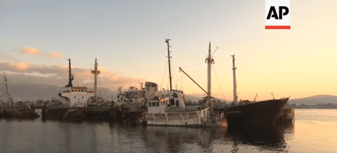 You are currently viewing Οδοιπορικό του ειδησεογραφικού πρακτορείου Associated Press για τα ναυάγια σε Πειραιά, Σαλαμίνα και Ελευσίνα.