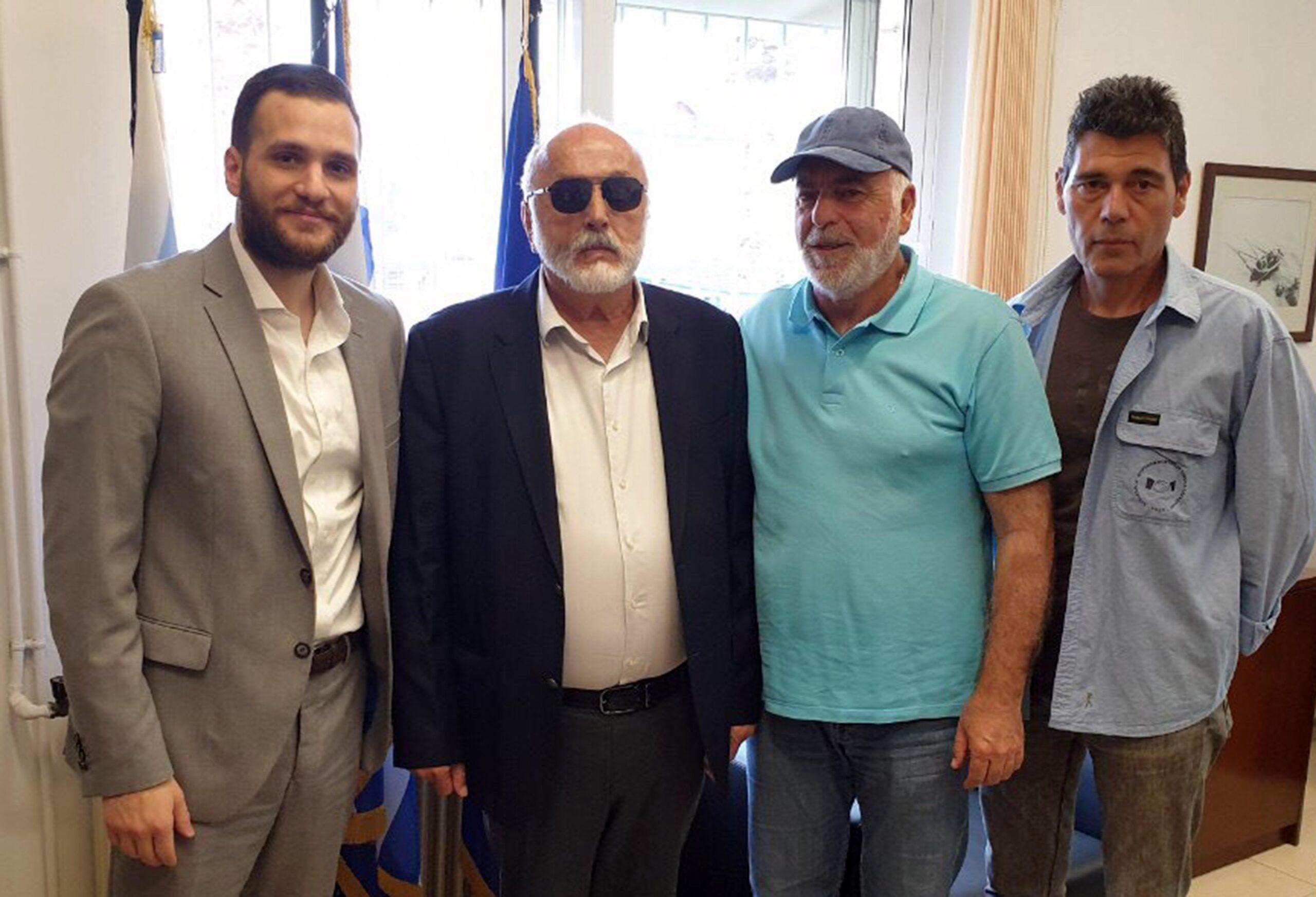 You are currently viewing Επίσκεψη του υποψήφιου Ευρωβουλευτή του ΣΥΡΙΖΑ  κ. Π.Κουρουμπλή στο Λιμάνι Ελευσίνας