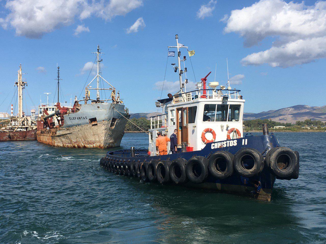 """You are currently viewing Απομακρύνθηκε οριστικά από τον κόλπο της Ελευσίνας το ναυάγιο """"ΕΛΕΦΑΝΤΑΣ"""""""