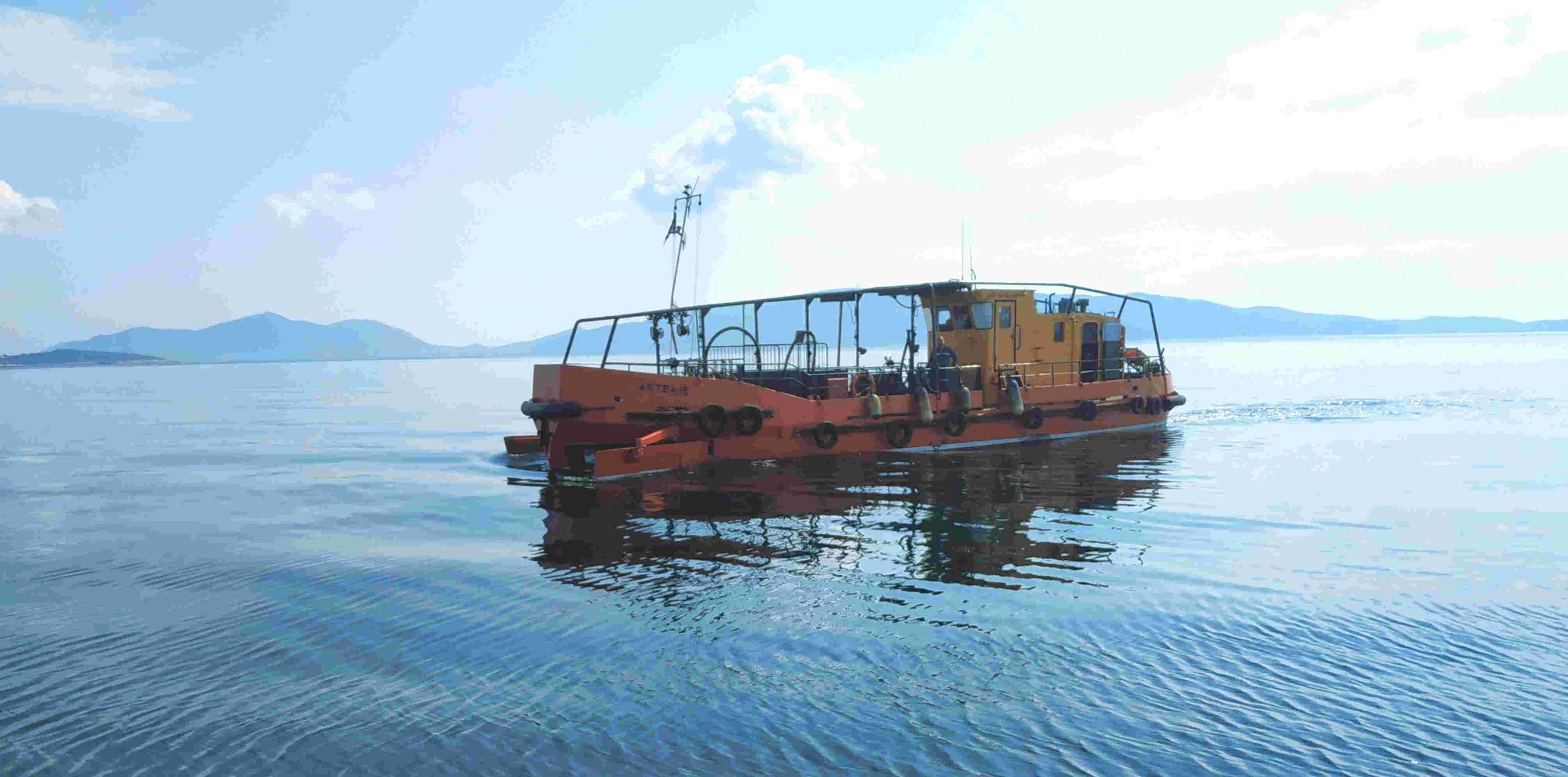 You are currently viewing Μόνιμα πλέον στην Ελευσίνα το αντιρρυπαντικό σκάφος ΑΚΤΑΙΑ για την ταχύτερη αντιμετώπιση τυχόν περιστατικών θαλάσσιας ρύπανσης
